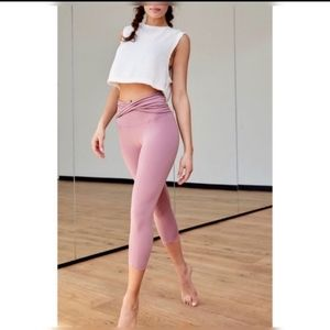 *NWT*F/P  MOVEMENT HIGH WAISTED CROPPED LEGGING